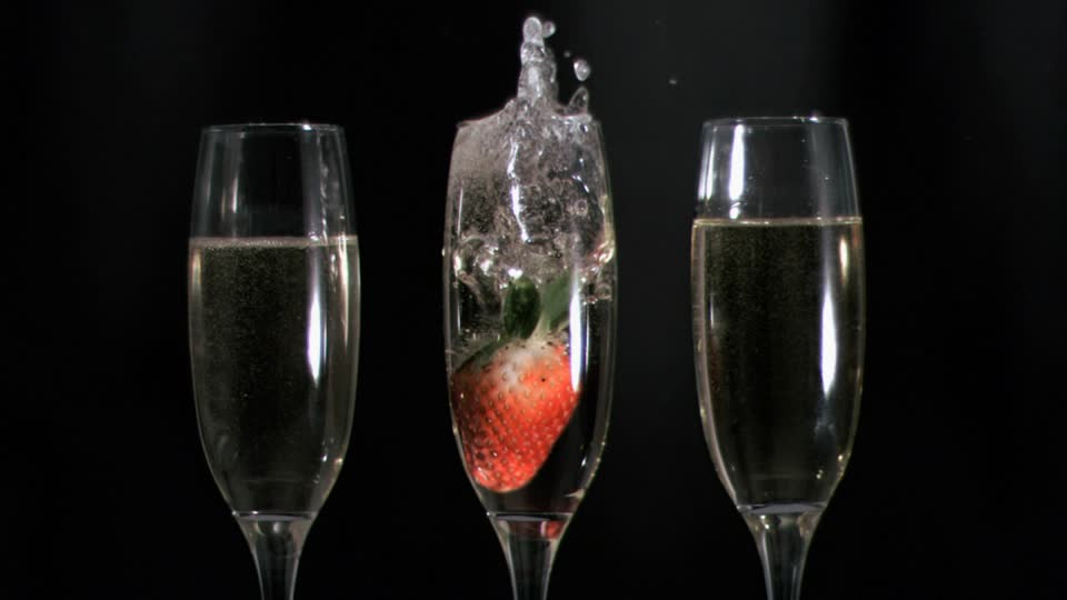 300384040-mousseux-verre-a-champagne-cristal-fraise