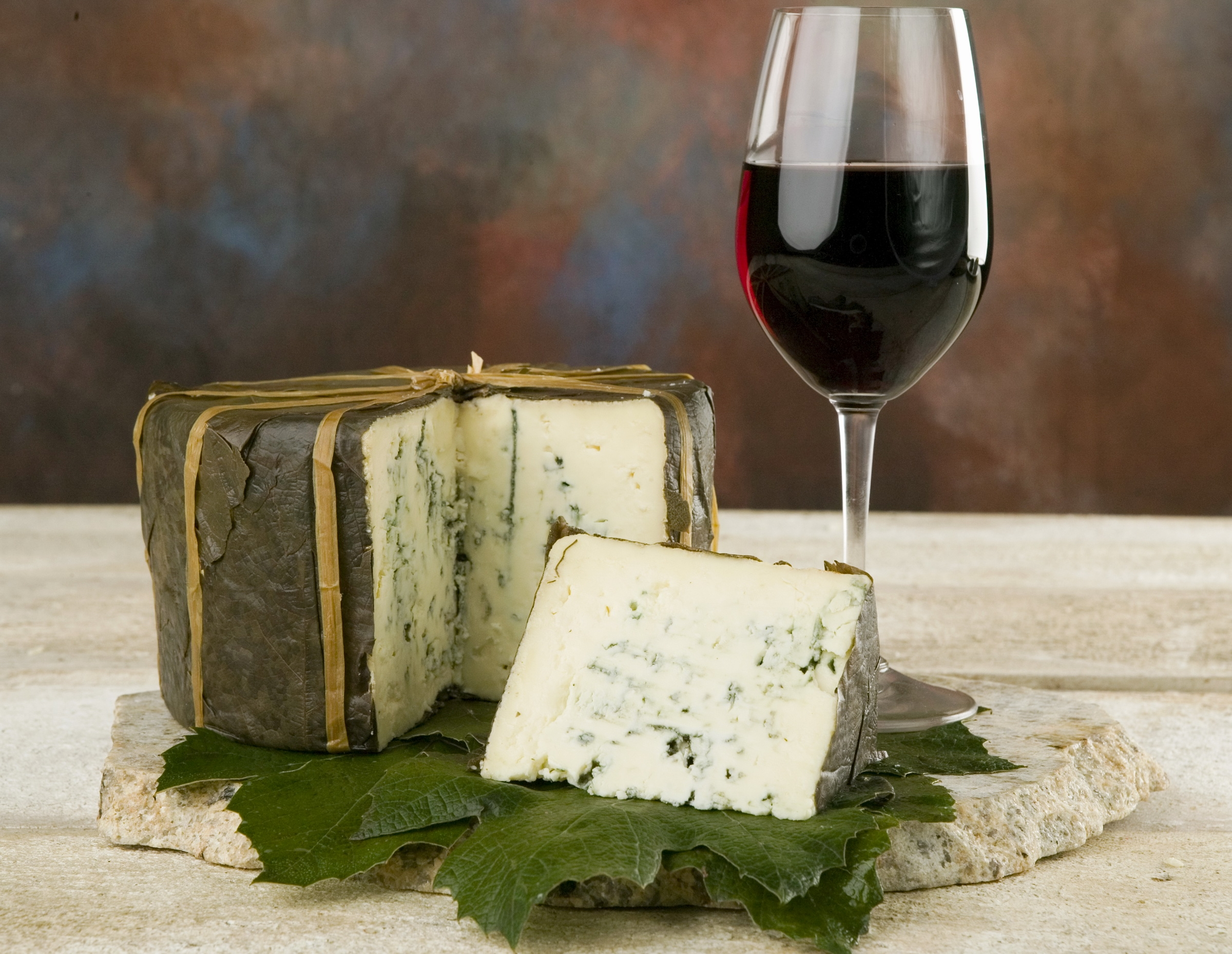 cheese_wine_sliced_70735_2400x1860
